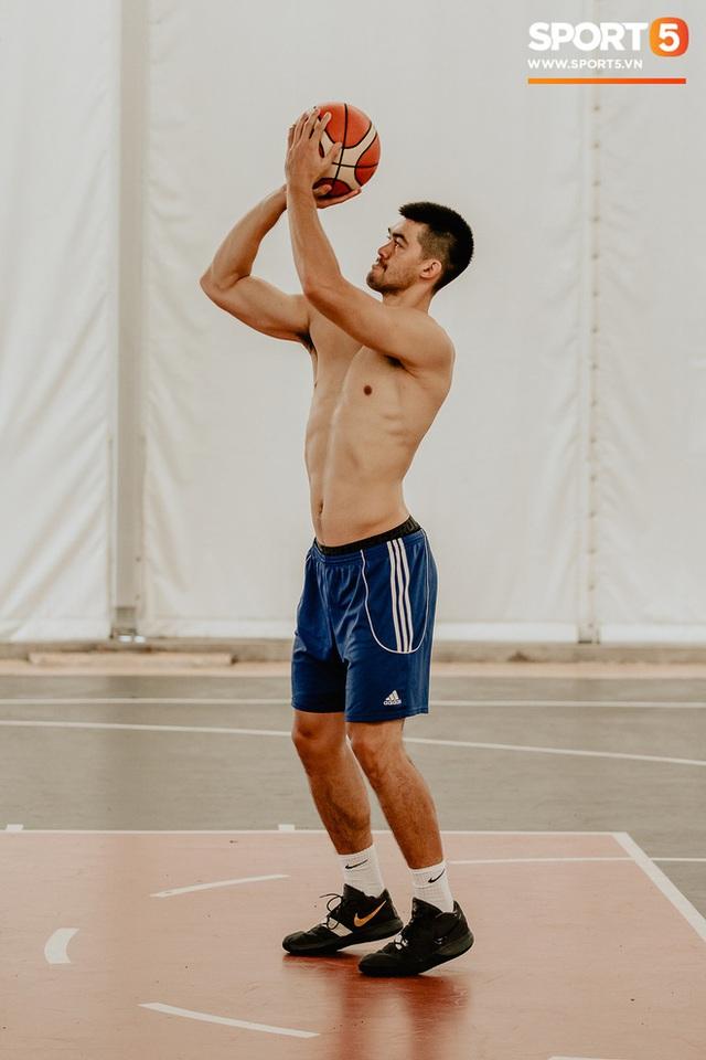 Nam thần cơ bắp của đội tuyển bóng rổ Việt Nam dự SEA Games 30: Đang học thạc sĩ tại Mỹ, trở về Việt Nam vì muốn cống hiến cho tổ quốc - Ảnh 12.