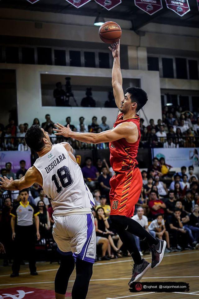 Nam thần cơ bắp của đội tuyển bóng rổ Việt Nam dự SEA Games 30: Đang học thạc sĩ tại Mỹ, trở về Việt Nam vì muốn cống hiến cho tổ quốc - Ảnh 4.