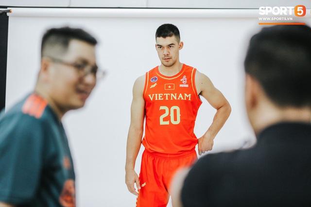 Nam thần cơ bắp của đội tuyển bóng rổ Việt Nam dự SEA Games 30: Đang học thạc sĩ tại Mỹ, trở về Việt Nam vì muốn cống hiến cho tổ quốc - Ảnh 7.
