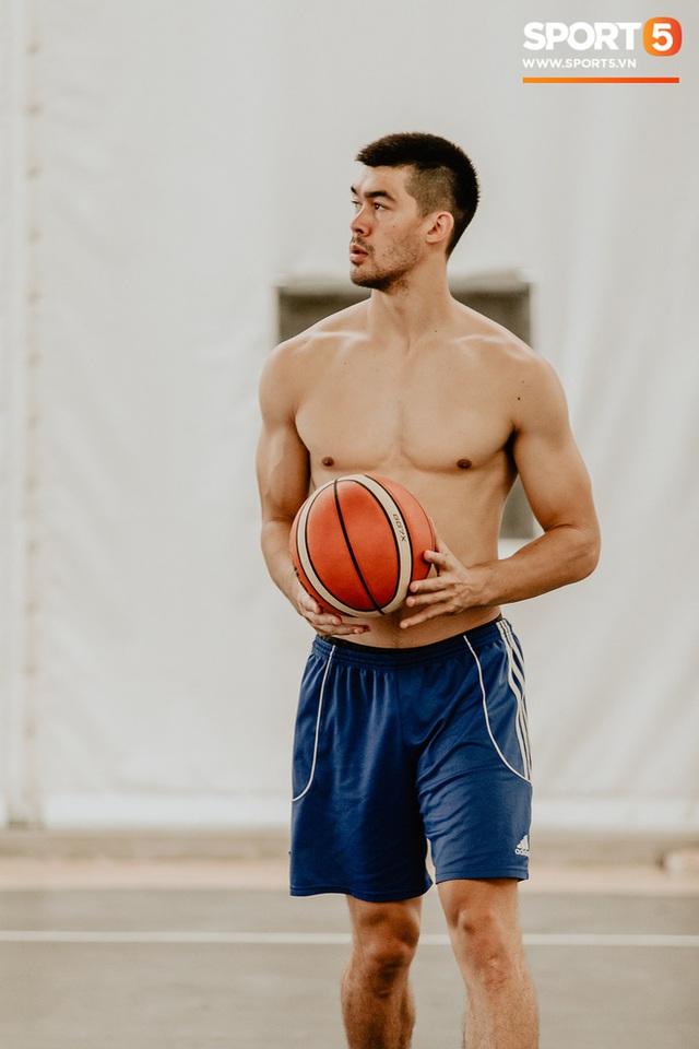 Nam thần cơ bắp của đội tuyển bóng rổ Việt Nam dự SEA Games 30: Đang học thạc sĩ tại Mỹ, trở về Việt Nam vì muốn cống hiến cho tổ quốc - Ảnh 10.