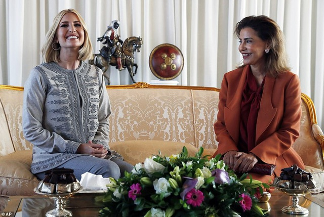 Dự tiệc tại cung điện hoàng gia, Ivanka Trump bị chê xuống sắc với vẻ ngoài kỳ lạ, nghi vấn mang thai lần 4 - Ảnh 4.