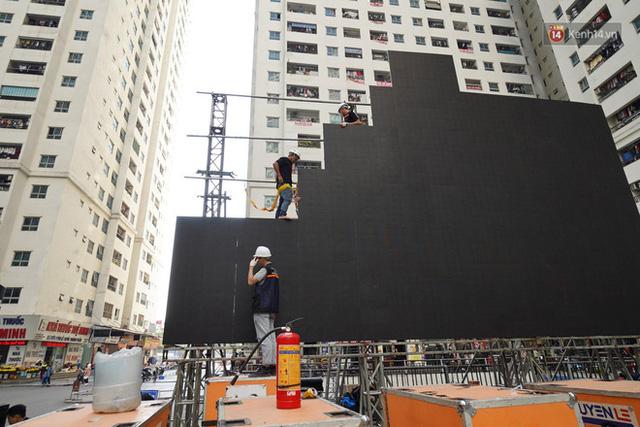 Hà Nội: Nhiều màn hình LED siêu to khổng lồ được dựng lên, sẵn sàng đón chờ màn tranh đấu kịch tính giữa Việt Nam và Indonesia - Ảnh 4.