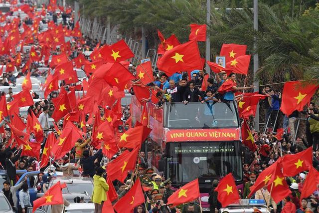 Hàng trăm cảnh sát bảo vệ an ninh, đón đoàn thể thao Việt Nam - Ảnh 1.