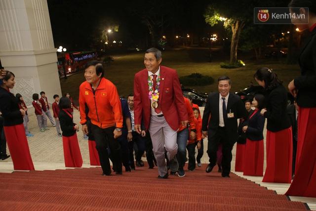 Thủ tướng Nguyễn Xuân Phúc gặp mặt và dùng bữa tối thân mật với các nhà vô địch SEA Games 30 - Ảnh 1.