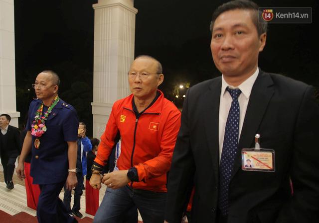 Thủ tướng Nguyễn Xuân Phúc gặp mặt và dùng bữa tối thân mật với các nhà vô địch SEA Games 30 - Ảnh 2.