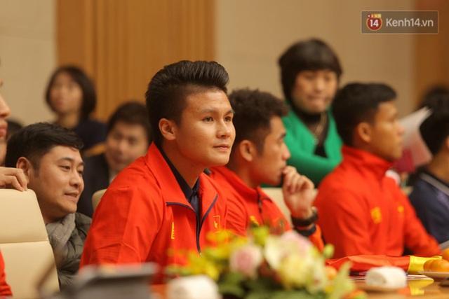 Thủ tướng Nguyễn Xuân Phúc gặp mặt và dùng bữa tối thân mật với các nhà vô địch SEA Games 30 - Ảnh 7.