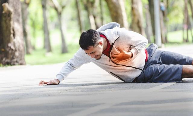 Đừng nghĩ tập thể dục nhiều luôn tốt, thói quen chạy bộ sáng sớm mùa đông cũng có thể gây ra nguy hiểm khó lường - Ảnh 1.