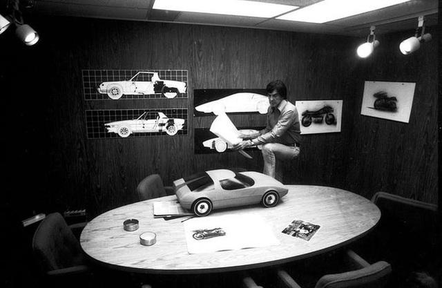 Trước Tesla Cybertruck, chỉ có duy nhất 1 chiếc xế hộp bọc thép không gỉ, được sản xuất từ tận năm 1983 - Ảnh 6.