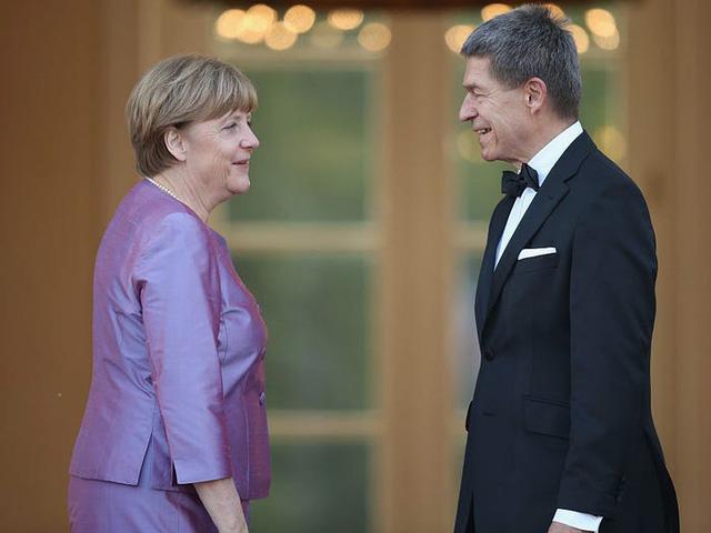 Cuộc sống đời thường giản dị tới bất ngờ của người phụ nữ quyền lực nhất thế giới: Thủ tướng Angela Merkel - Ảnh 2.
