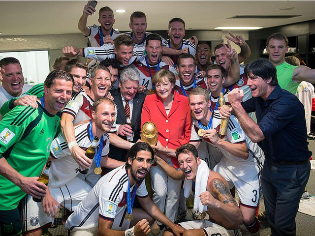 Cuộc sống đời thường giản dị tới bất ngờ của người phụ nữ quyền lực nhất thế giới: Thủ tướng Angela Merkel - Ảnh 4.