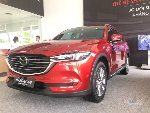 Cuối năm, ô tô đại hạ giá, thêm nhiều mẫu giảm đến 300 triệu đồng - Ảnh 2.