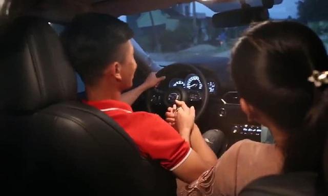 Dàn sao bóng đá nam Việt Nam đua nhau mua ô tô bạc tỷ tặng người thân - Ảnh 7.