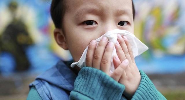 Trước dịch cúm đang hoành hành, chuyên gia tiết lộ dấu hiệu mắc bệnh cúm ở trẻ cần phải nhập viện ngay! - Ảnh 2.