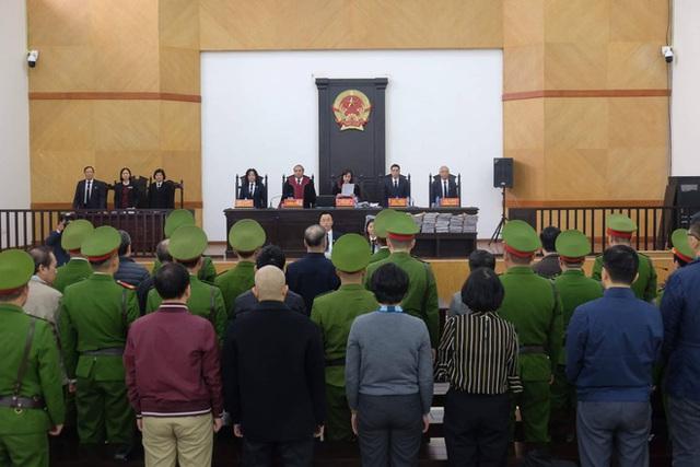 Vợ bị cáo Nguyễn Bắc Son có sổ tiết kiệm hơn 2 tỷ đồng nhưng là tiền cá nhân, để thuê luật sư, không thể khắc phục hậu quả - Ảnh 1.
