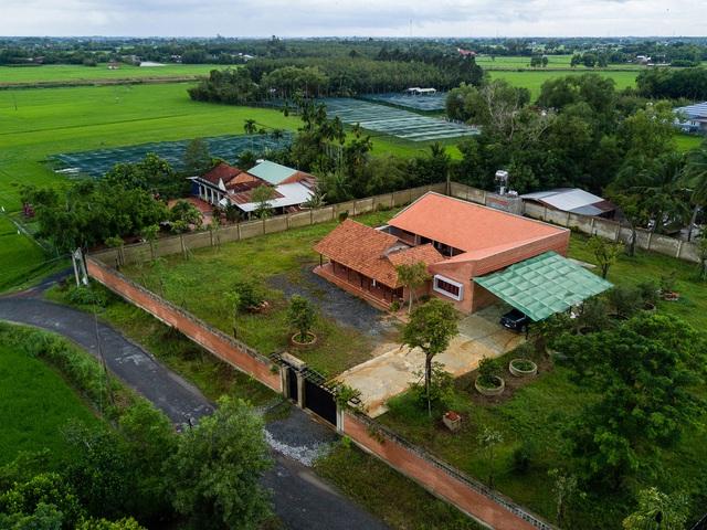 Sau phục dựng, ngôi nhà truyền thống ở Củ Chi được so sánh với ốc đảo - Ảnh 2.