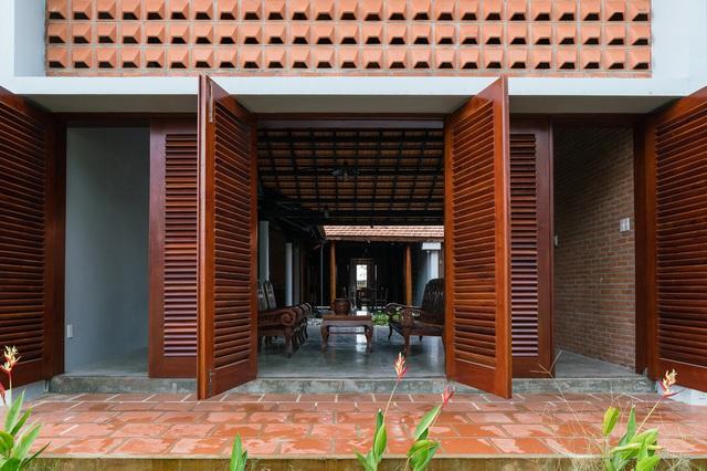 Sau phục dựng, ngôi nhà truyền thống ở Củ Chi được so sánh với ốc đảo - Ảnh 10.