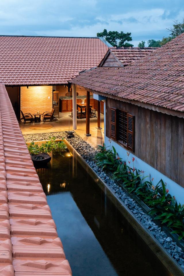 Sau phục dựng, ngôi nhà truyền thống ở Củ Chi được so sánh với ốc đảo - Ảnh 3.
