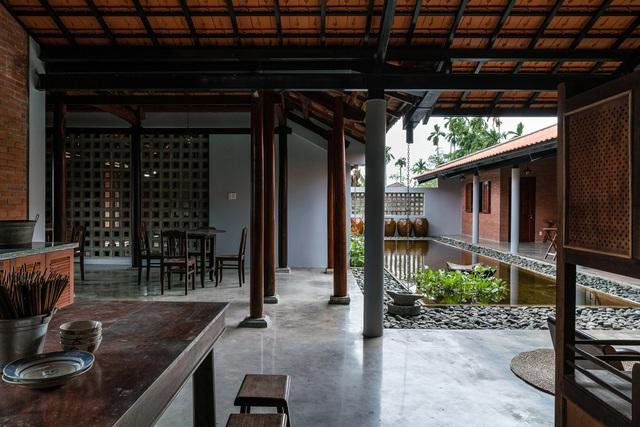 Sau phục dựng, ngôi nhà truyền thống ở Củ Chi được so sánh với ốc đảo - Ảnh 6.