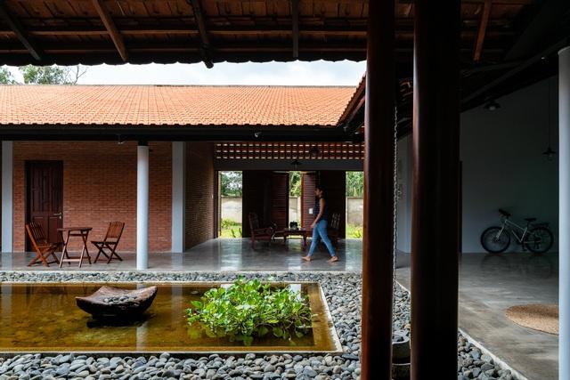 Sau phục dựng, ngôi nhà truyền thống ở Củ Chi được so sánh với ốc đảo - Ảnh 7.