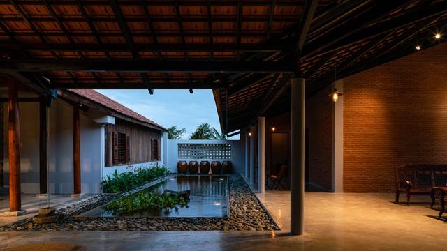 Sau phục dựng, ngôi nhà truyền thống ở Củ Chi được so sánh với ốc đảo - Ảnh 8.