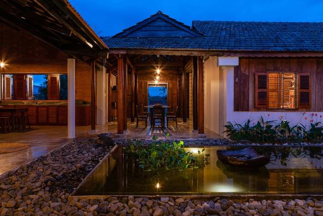 Sau phục dựng, ngôi nhà truyền thống ở Củ Chi được so sánh với ốc đảo - Ảnh 1.