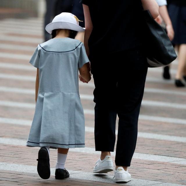 Nghịch lý khó tin của Nhật Bản: Nền kinh tế top thế giới, nhưng tại sao số trẻ em không được đi học cũng cực kỳ cao? - Ảnh 2.
