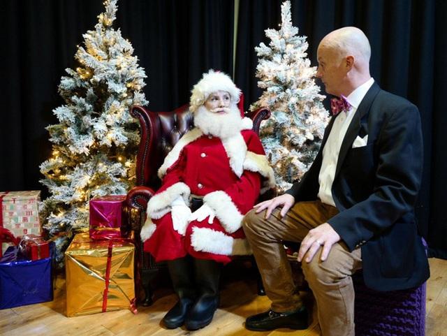 Bên trong trường học đào tạo ông già Noel duy nhất ở Anh, nơi mỗi bộ đồ trị giá hơn 30 triệu và bắt buộc phải học thuộc tên từng con tuần lộc - Ảnh 8.
