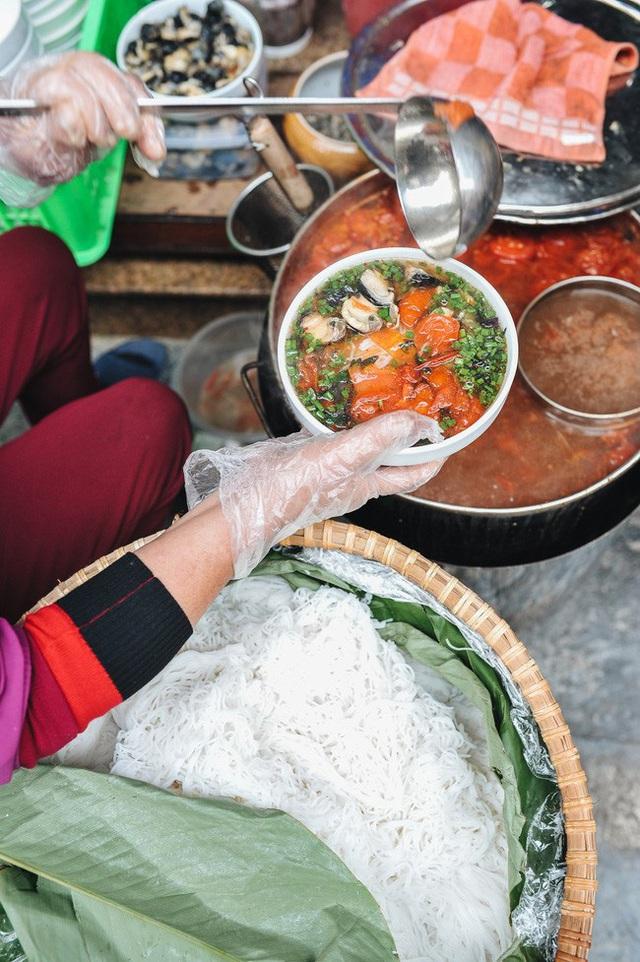 Mùa đông Hà Nội có hương vị gì khiến người ta phải lòng đến thế, năm nào cũng đến mà vẫn khắc khoải ngóng trông - Ảnh 9.