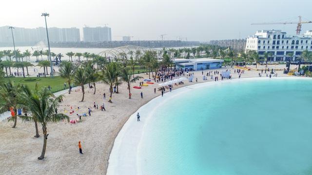 Cận cảnh khu đô thị tại Hà Nội có biển hồ nước mặn và hồ nước ngọt nhân tạo trải cát trắng lớn nhất thế giới - Ảnh 3.