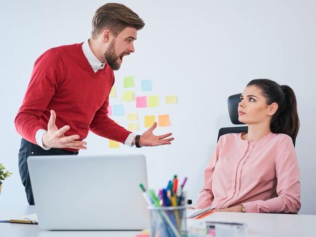 4 lời khuyên giúp bạn đứng vững giữa vòng xoáy thị phi của chốn công sở: Nhân viên trẻ, thiếu tự tin tại nơi làm việc nhất định phải đọc - Ảnh 2.