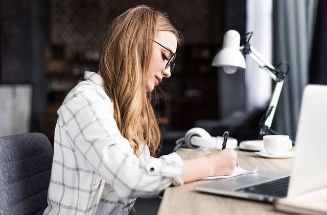 4 lời khuyên giúp bạn đứng vững giữa vòng xoáy thị phi của chốn công sở: Nhân viên trẻ, thiếu tự tin tại nơi làm việc nhất định phải đọc - Ảnh 1.