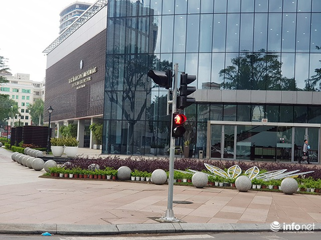 Nên di dời 43 quả cầu đá quây trước Trung tâm Hành chính TP Đà Nẵng? - Ảnh 1.