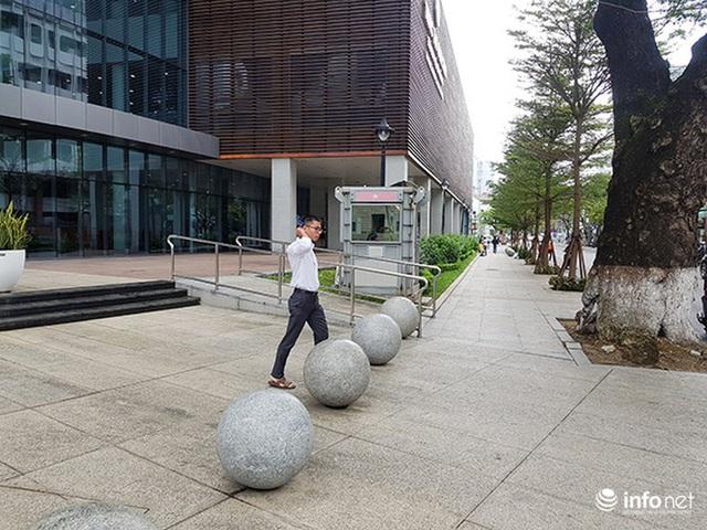 Nên di dời 43 quả cầu đá quây trước Trung tâm Hành chính TP Đà Nẵng? - Ảnh 17.