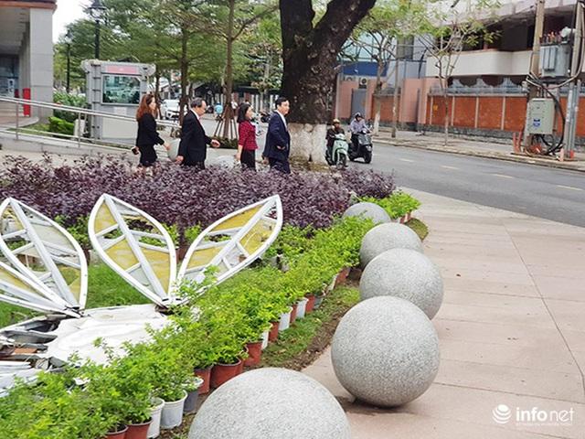 Nên di dời 43 quả cầu đá quây trước Trung tâm Hành chính TP Đà Nẵng? - Ảnh 19.