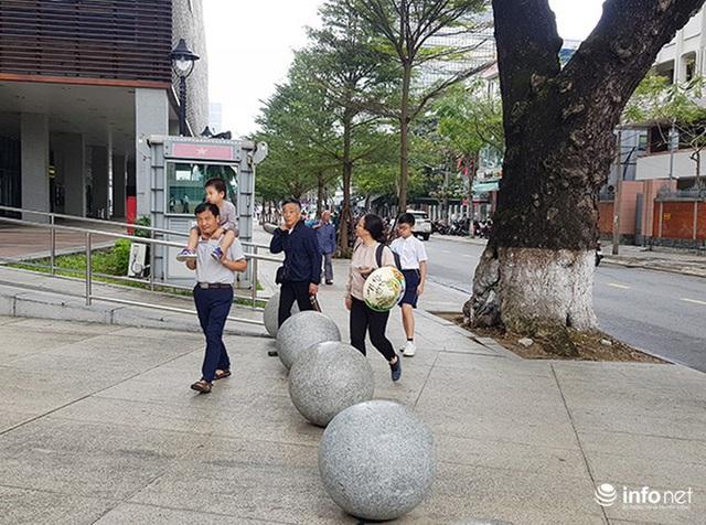 Nên di dời 43 quả cầu đá quây trước Trung tâm Hành chính TP Đà Nẵng? - Ảnh 8.