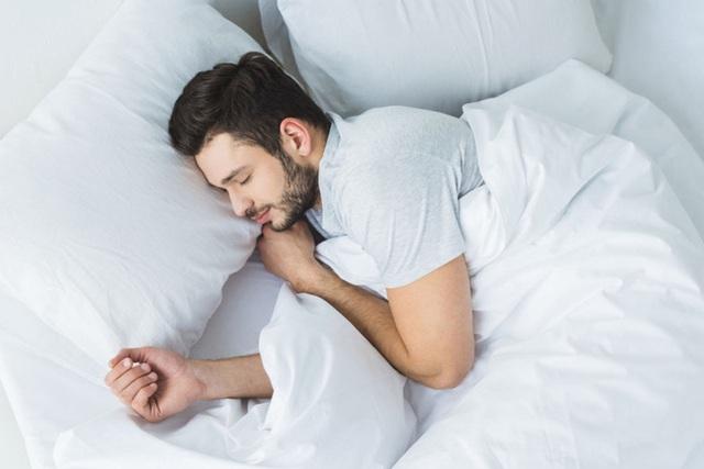 10 lời khuyên về giấc ngủ nhiều người đang làm ngược: Xem để biết bạn đã ngủ đúng chưa? - Ảnh 1.