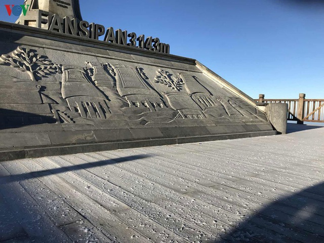 Chiêm ngưỡng băng tuyết phủ trắng đỉnh Fansipan - Ảnh 3.