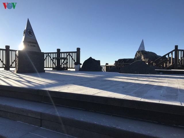 Chiêm ngưỡng băng tuyết phủ trắng đỉnh Fansipan - Ảnh 4.
