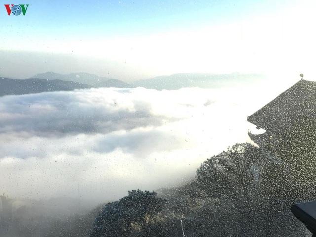 Chiêm ngưỡng băng tuyết phủ trắng đỉnh Fansipan - Ảnh 9.