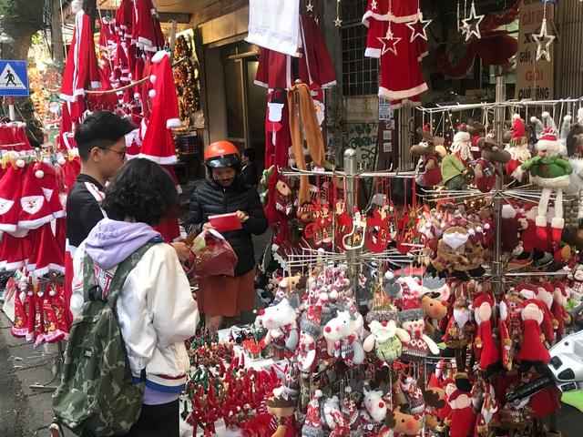 Không khí mua sắm Noel bắt đầu nhộn nhịp - Ảnh 5.