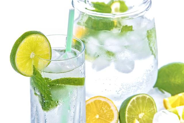 5 lợi ích bất ngờ của việc uống nước chanh, thứ nước vô cùng quen thuộc mà nhà nào cũng có  - Ảnh 2.