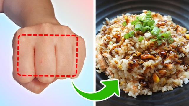Mẹo đơn giản: Dùng bàn tay đo lượng thức ăn mỗi ngày, vừa khỏe mạnh lại tránh nguy cơ thừa cân, béo xấu xí - Ảnh 4.