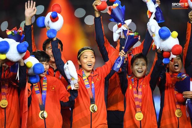 Tuyển nữ Việt Nam được thưởng hơn 10 tỷ đồng cùng nhiều hiện vật sau khi giành huy chương vàng SEA Games 30 - Ảnh 4.