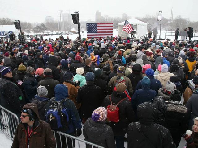 Nữ Thượng nghị sỹ đội tuyết dày tuyên bố tham vọng đẩy ông Trump khỏi Nhà Trắng - Ảnh 5.