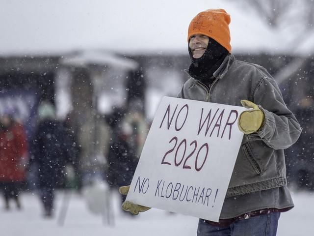 Nữ Thượng nghị sỹ đội tuyết dày tuyên bố tham vọng đẩy ông Trump khỏi Nhà Trắng - Ảnh 6.