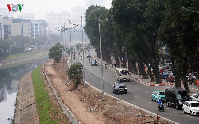 Sau cắt xén, 2 tuyến vành đai của Thủ đô rộng thênh thang sạch đẹp - Ảnh 2.