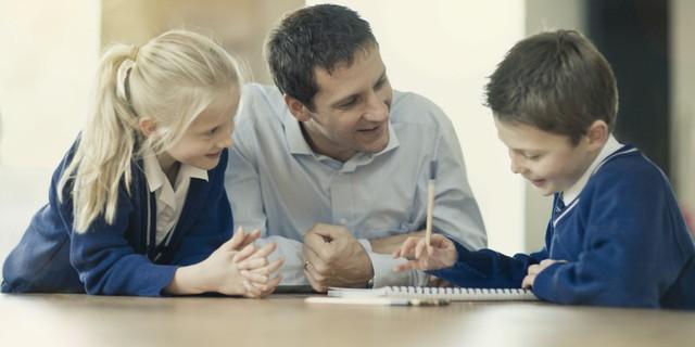 8 cách dạy con thành tài của bậc cha mẹ thông minh: Không phải để lại núi vàng, hãy giúp con có tư duy và trở thành doanh nhân nhí ngay từ bây giờ - Ảnh 2.