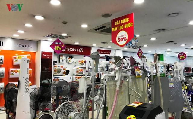 Hàng điện máy đồng loạt giảm giá sau Tết, người mua vẫn thưa thớt - Ảnh 7.