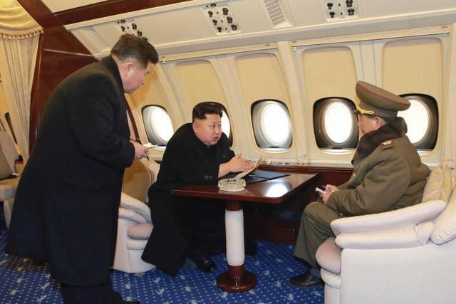 Khám phá chiếc chuyên cơ kín tiếng của nhà lãnh đạo Triều Tiên Kim Jong Un - Ảnh 2.