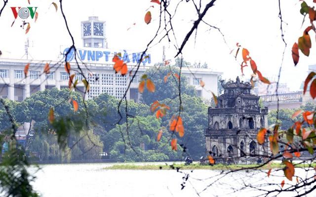 Ngỡ ngàng vẻ đẹp Hồ Gươm như mùa thu châu Âu - Ảnh 5.